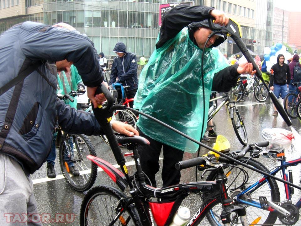Велосипед не помешает помыть даже в дождь