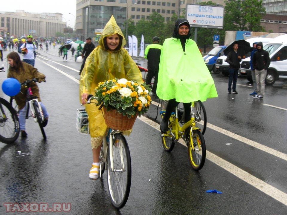 Настроение участникам велопарада дождь не смог испортить