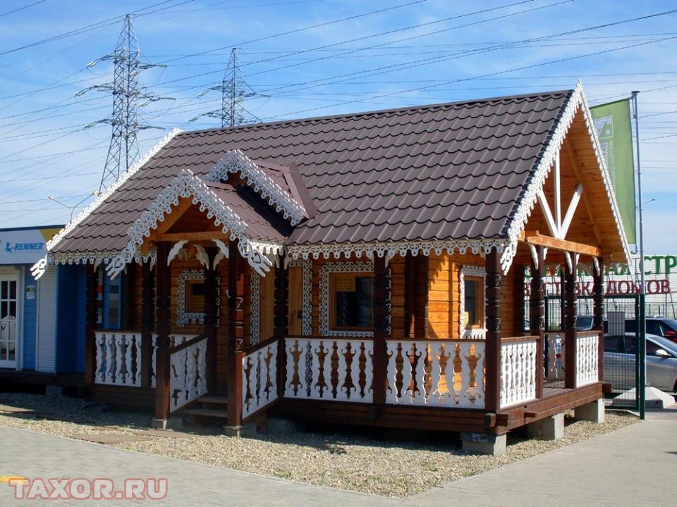 Красивый домик на выставке дачных домиков