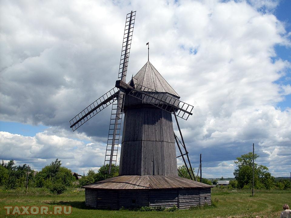 Деревянная ветряная мельница неподалёку от Шацка