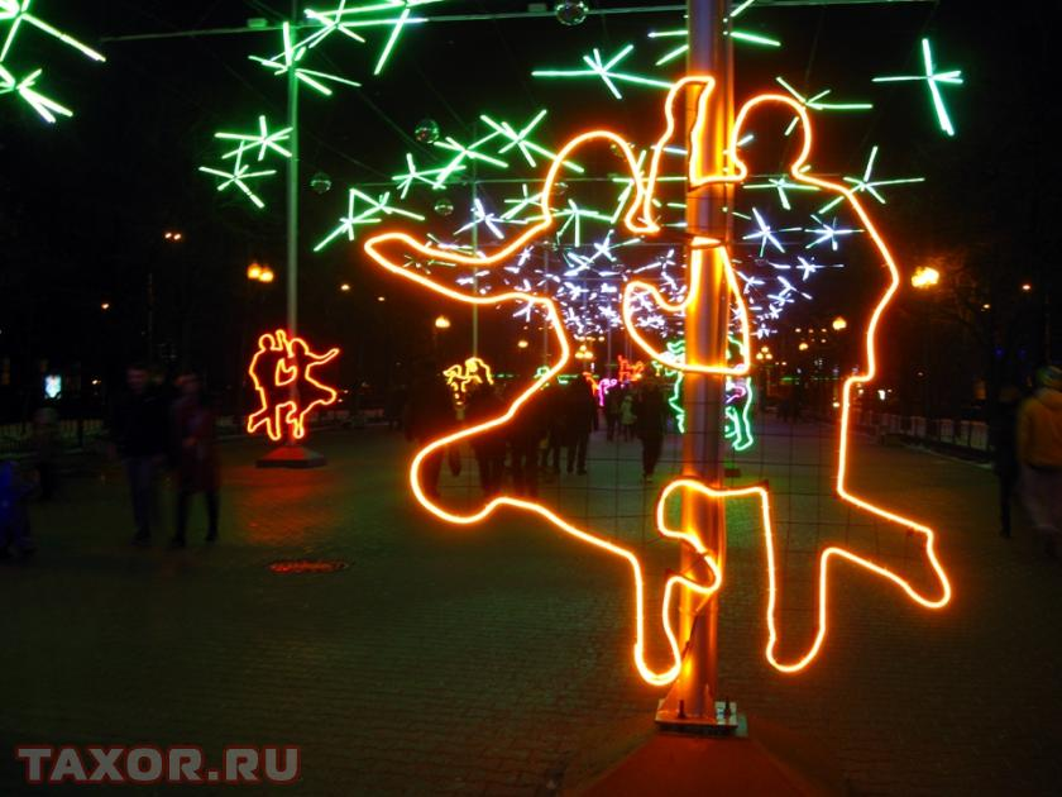 Светодиодное украшение Сокольнической площади в Москве