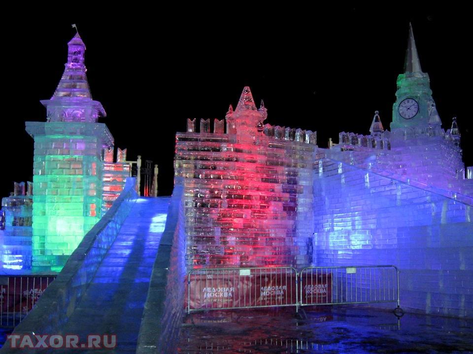 Ледяные горки на Триумфальной площади