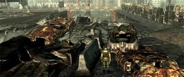Протагонист игры «Fallout 3» идёт между сгоревшими автомобилями