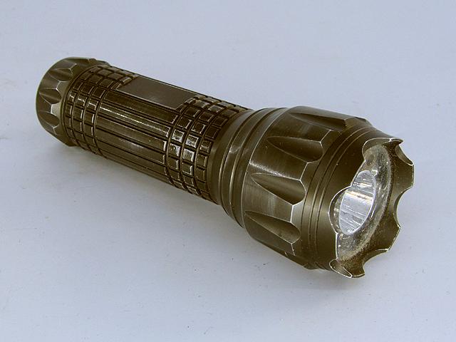 Универсальный китайский светодиодный фонарик