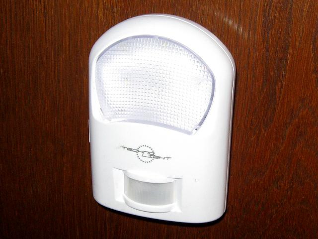 Домашний светодиодный фонарь TechnoLight с инфракрасным датчиком движения